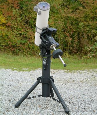 Skywatcher EQ8 GoTo-Montierung mit Steuerung und Stativ
